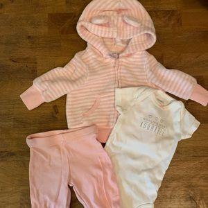Carter's 3pc Newborn Outfit
